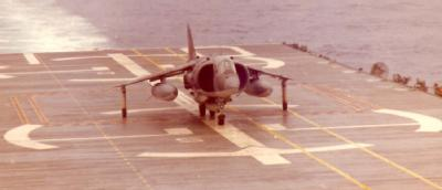 Landing of a 'Harrier GR 1' on the 'Dédalo'