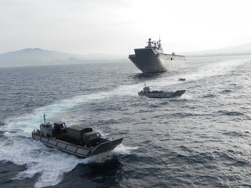 "LHD ""Juan Carlos I"" with several LCM-1E"