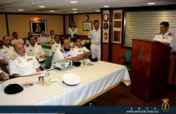 During the visit, the Commanding Officer of the 'Méndez Núñez' briefed the Saudi delegation with a presentation of the ship's capabilities