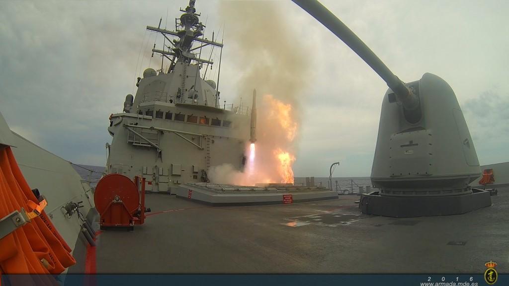 El lanzamiento de misiles como parte de la certificación supone un hito en la Armada Española