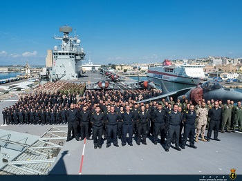 Dotación y personal embarcado en el Juan Carlos I para ERMO-16