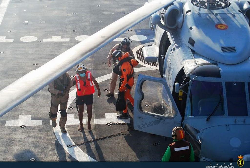 Dos hombres de origen yemení fueron llevados a cubierta y recibieron una primera atención médica