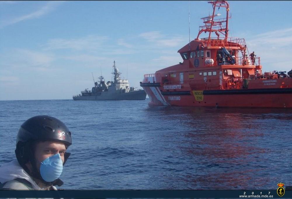 Patrullero 'Infanta Cristina' junto al buque 'Guardamar Polimnia'