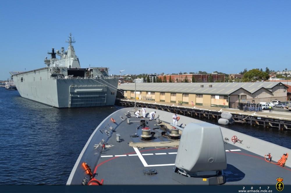 Fragata 'Cristóbal Colón' entrando en el puerto de Fremantle