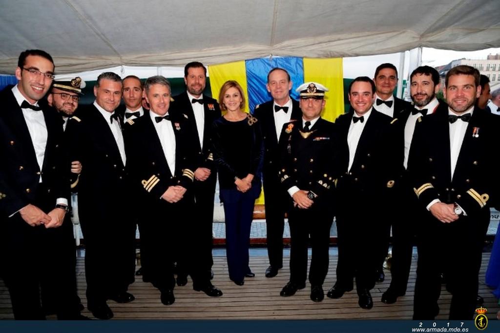 La ministra de Defensa a bordo del J.S. de Elcano