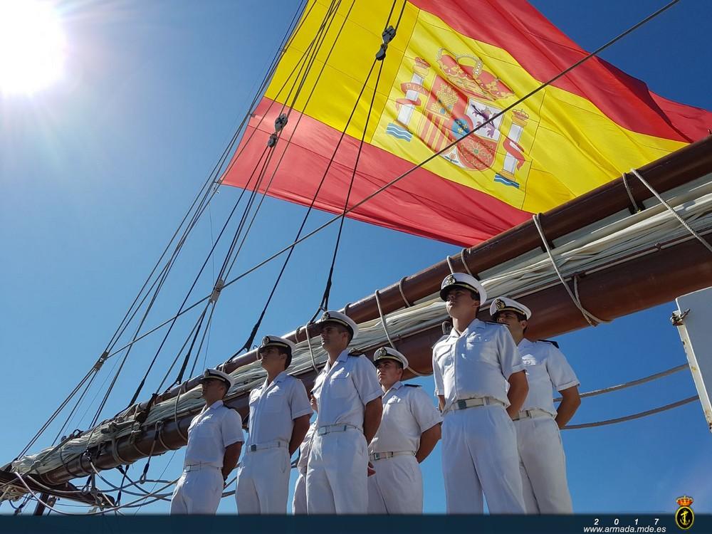 El buque-escuela 'Juan Sebastián de Elcano' llega a Marin