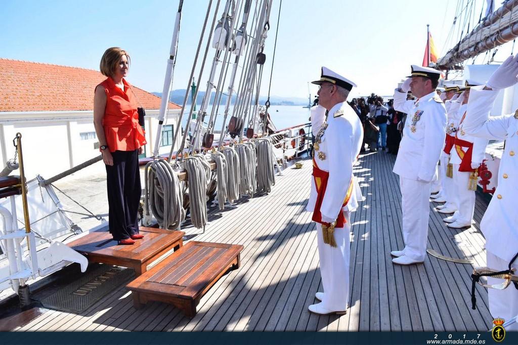 La ministra de Defensa, recibida por el AJEMA en el J.S. de Elcano