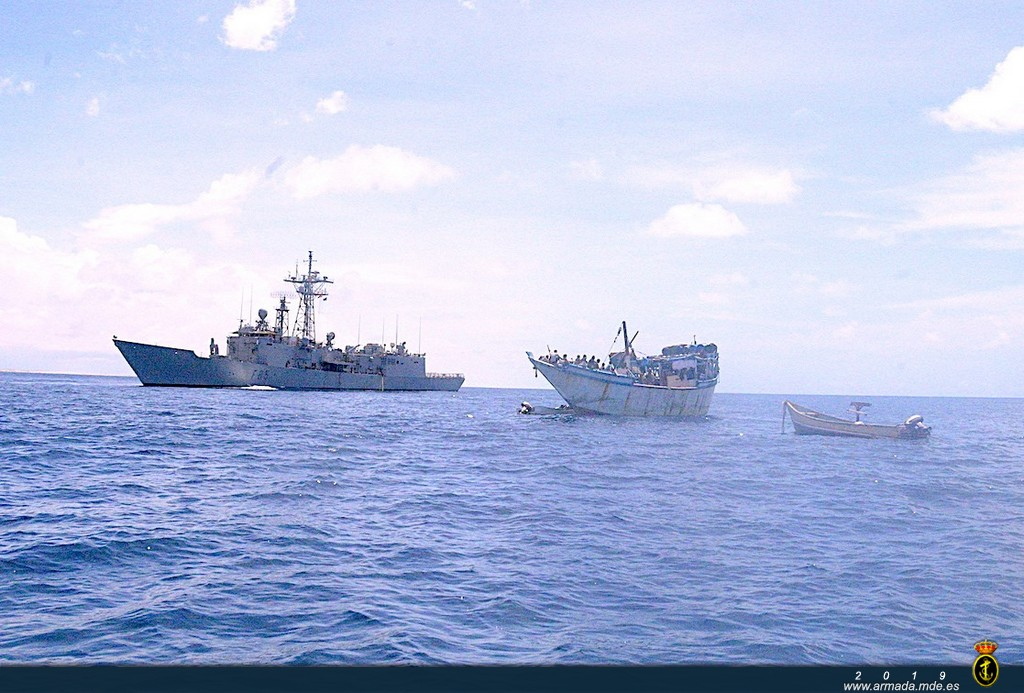 Frigate 'Navarra' frees a Yemeni trawler hijacked by Somali pirates