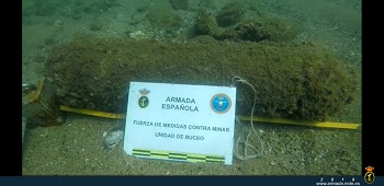 Spanish Navy EOD divers deactivate a Civil War bomb in a Barcelona beach.