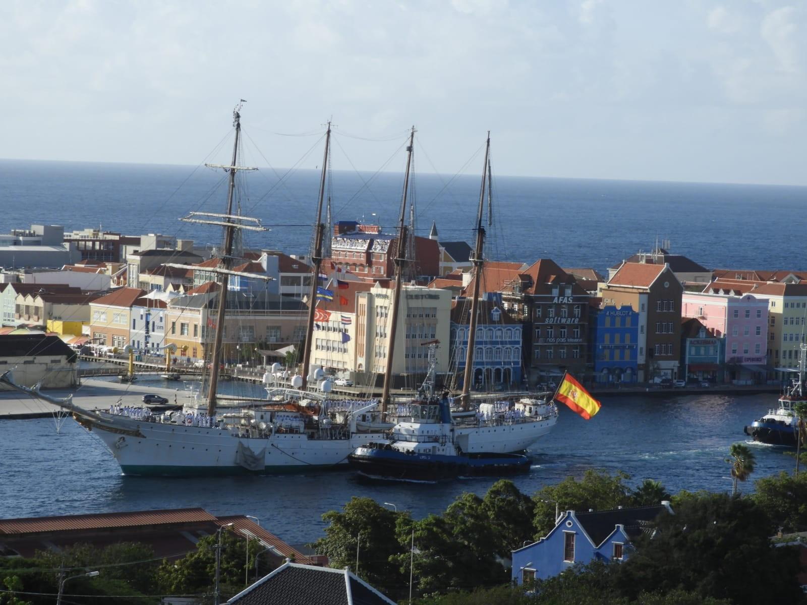"""El """"Juan Sebastián de Elcano"""" hace escala en Curazao."""