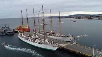 Aerial view of the training ships 'Juan Sebastián de Elcano' and 'Esmeralda' during the celebrations.