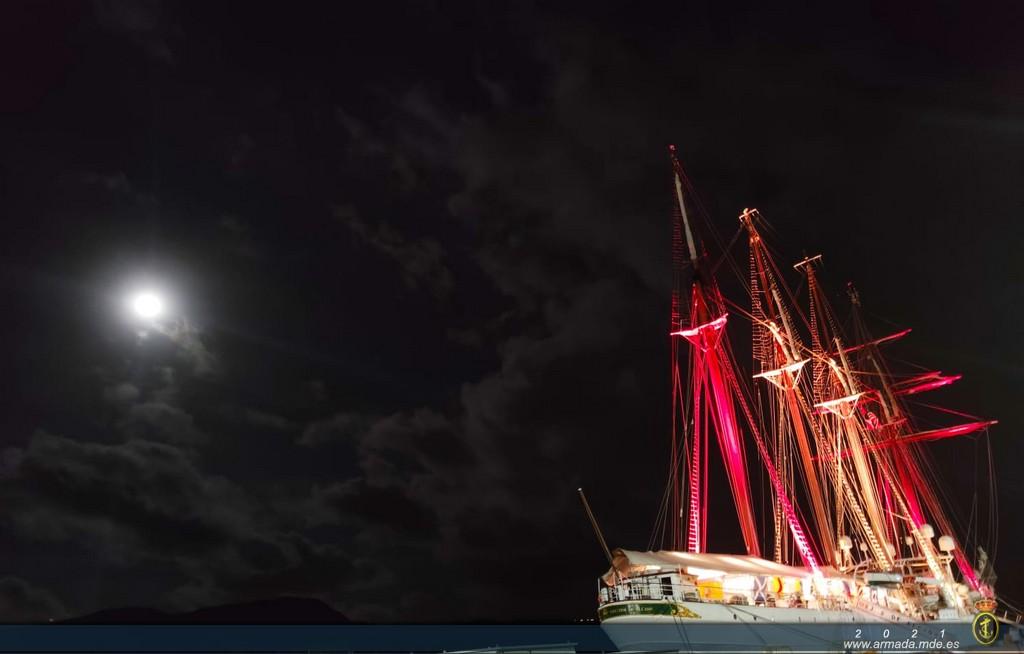 El buque escuela Juan Sebastián de Elcano llega al puerto de Guam (EE.UU.)